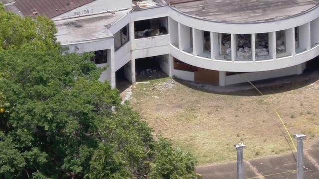 Man found dead inside abandoned building in Lauderhill