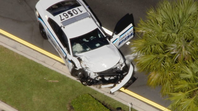 Fort Lauderdale police car crashes while responding to reported bank robbery