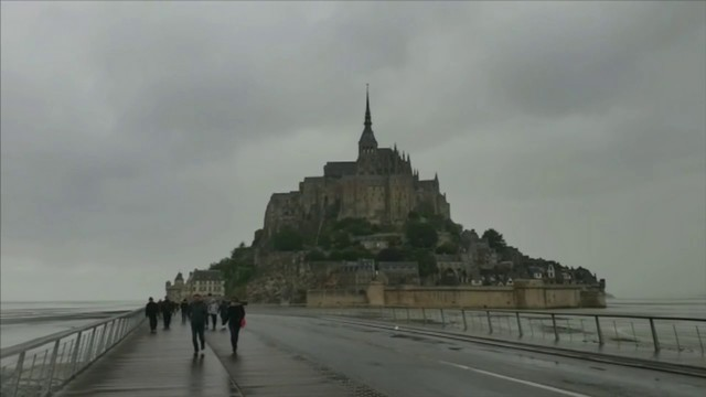 World War II veterans visit Mont Saint-Michel after D-Day anniversary