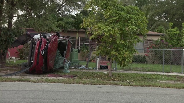 Police pursuit ends in crash outside North Miami home