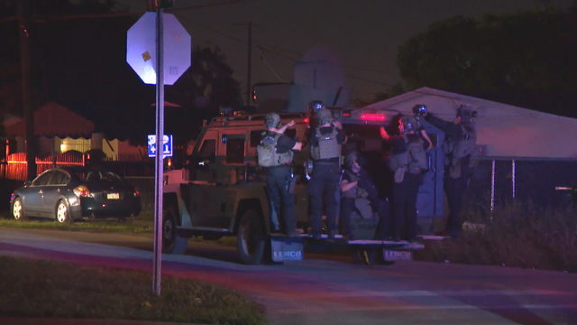 Police search for armed carjacking suspects in Miami-Dade