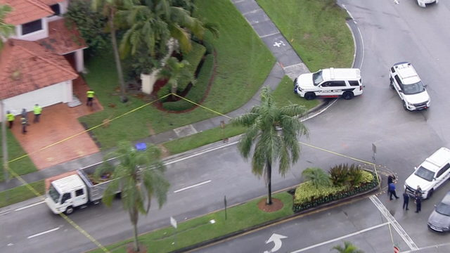 1 injured in apparent lightning strike in Pembroke Pines, police say