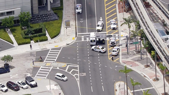 Bomb squad investigating suspicious package in Miami