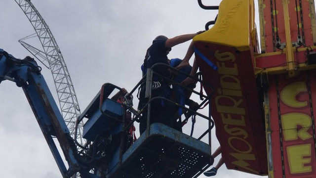 Firefighters rescue 7 stuck on Orlando theme park ride