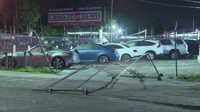 At least 3 thieves break into car dealership in northwest Miami-Dade