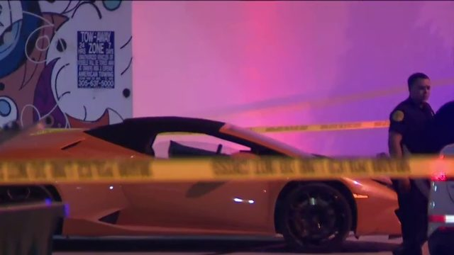 At least 2 people stabbed in downtown Miami