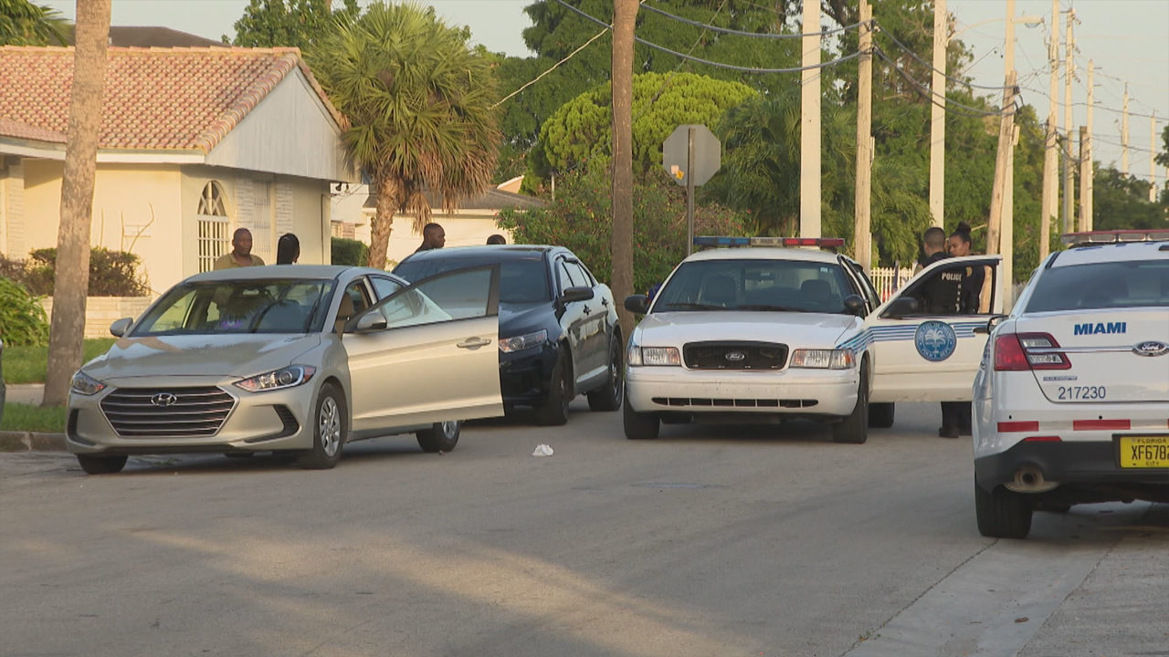 Lyft In Miami >> Lyft Driver Choked Pistol Whipped In Miami