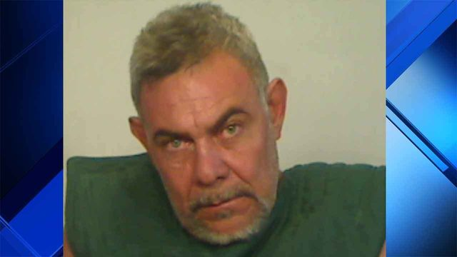 Marathon man threatens co-workers with fillet knife, then strips naked,…