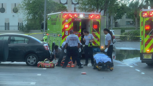 2 stabbed outside Aventura liquor store