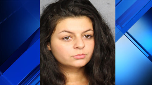 Woman, 18, accused of stabbing boyfriend in chest with steak knife
