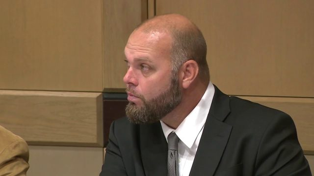 Jury deliberates case of Broward deputy for battery of drunken suspect