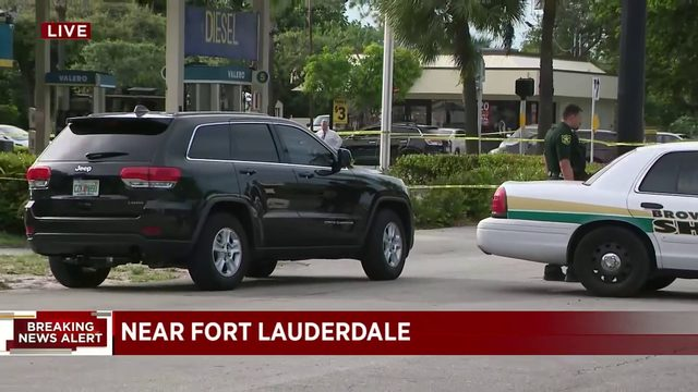 Gas station robbery turns into shooting in Fort Lauderdale