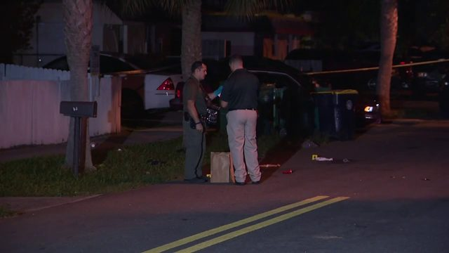Detectives investigate shooting in Dania Beach