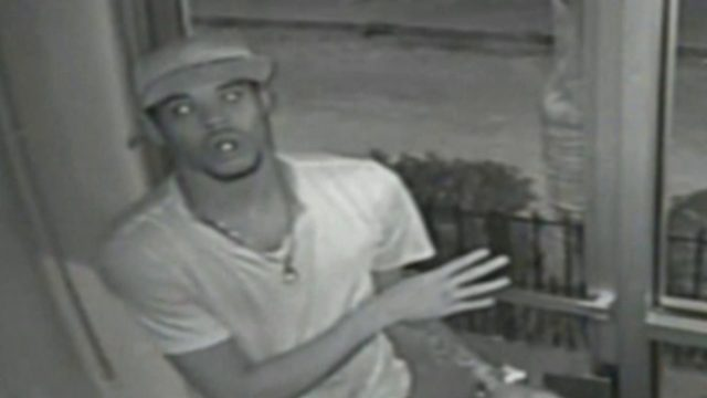 Police looking for man who targeted tourists