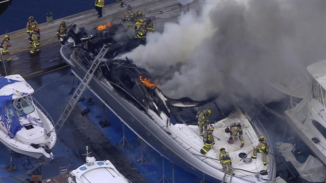 Resultado de imagen para 4 people hospitalized after boat explodes at Fort Lauderdale marina