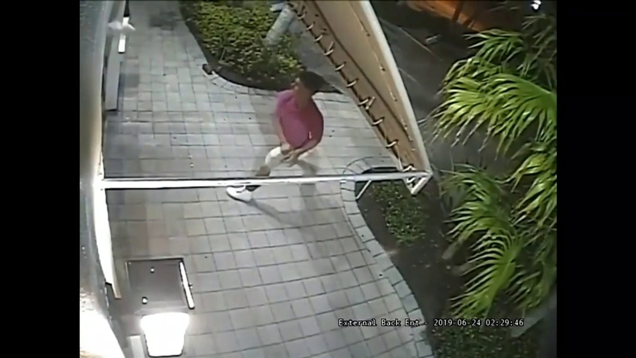 1b8cd44f Man caught on camera stealing clothes from Tommy Bahama on Las...