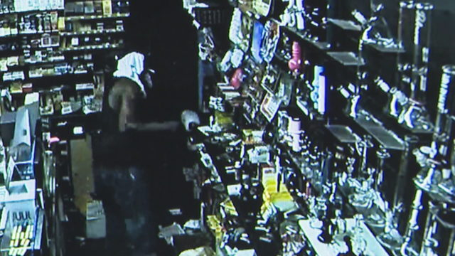 Burglar smashes way into Palmetto Bay smoke shop