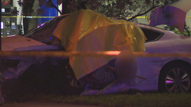 Woman dead after car crashes into light pole in Lauderhill