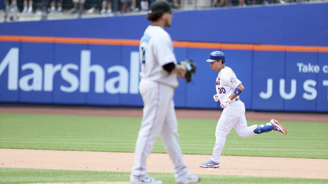 Surging Mets win 7-2, sweep Marlins behind 4 homers