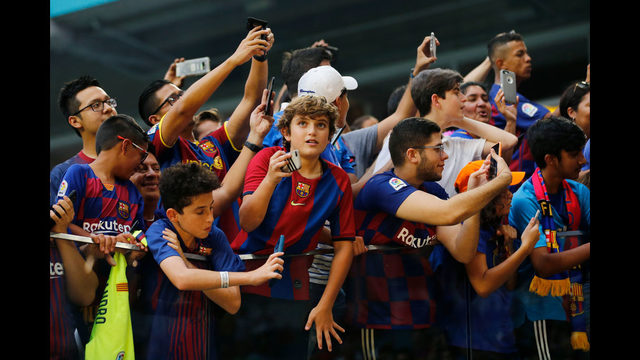 Photos: FC Barcelona beats SSC Napoli 2-1 at at Hard Rock Stadium