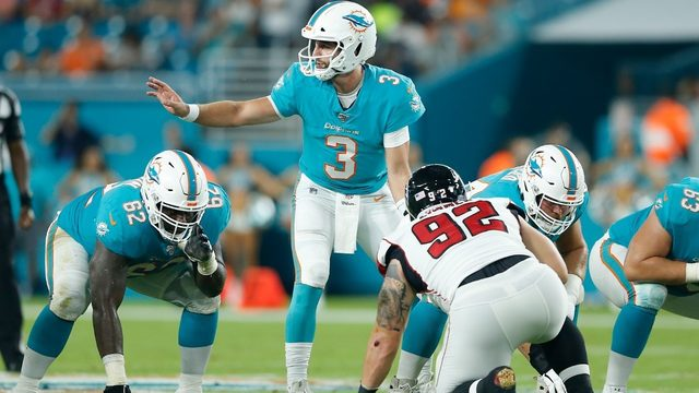 Rosen throws for 191 yards in Dolphins debut