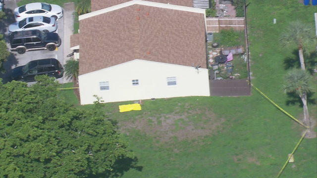 Woman's body found outside home in Fort Lauderdale