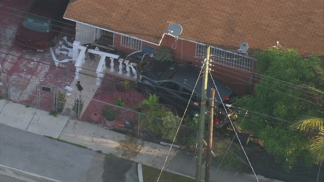 Driver bails after SUV crashes into front yard of Miami home