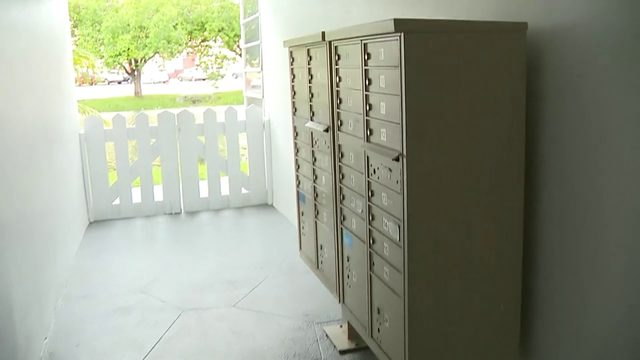 Mail carrier robbed of keys, cellphone in Lauderhill
