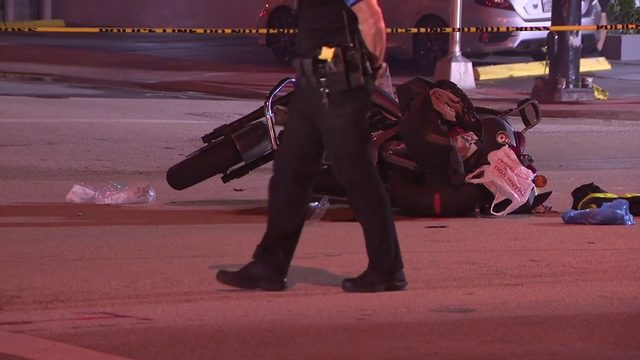 Motorcyclist dead after crashing into trolley in Miami Beach