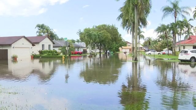 Drivers, residents deal with flooding in southwest Miami-Dade County