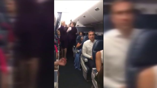 Disgruntled passengers forced to wait on tarmac for hours on flight to Miami