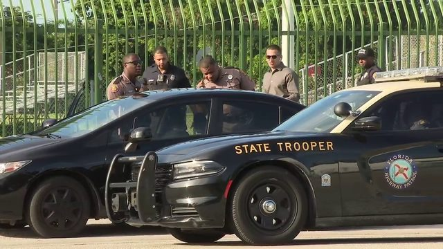 Woman falls out of moving car on I-95, FHP trooper says