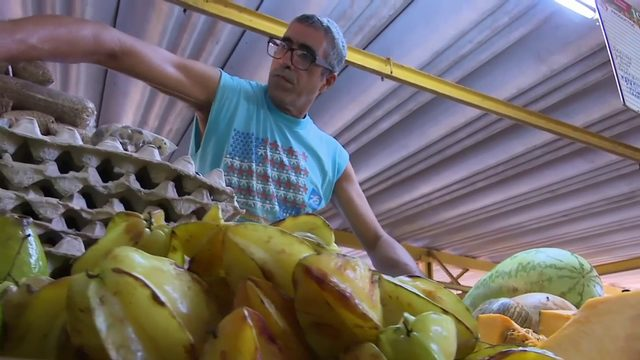 Price controls affect food vendors in Cuba