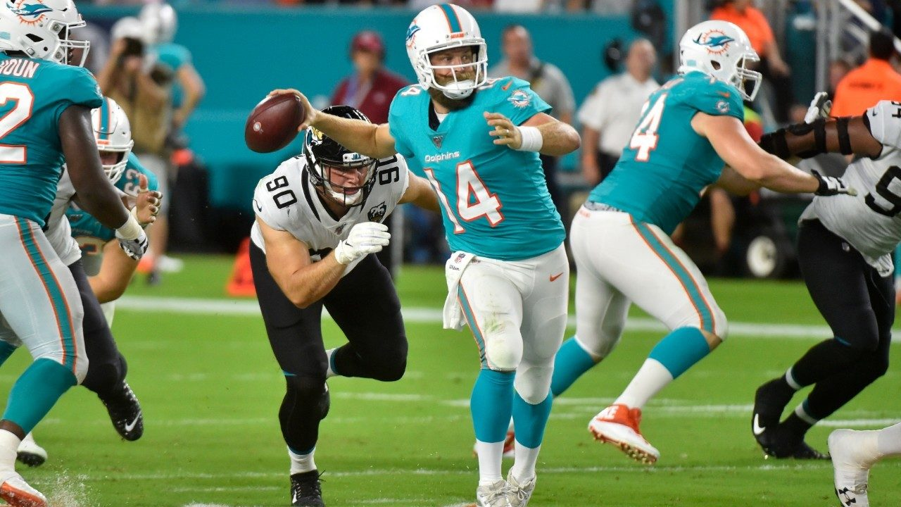 1e6fed24 Dolphins, Fitzpatrick overcome slow start, defeat Jaguars 22-7