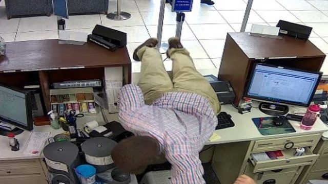 Man lies over counter during bank robbery in Fort Lauderdale