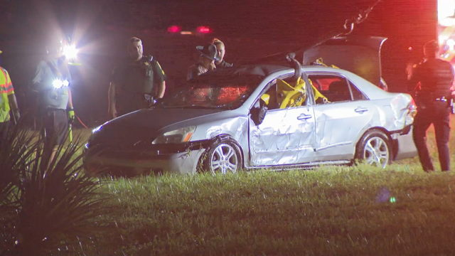 2 dead after car crashes into retention pond in Coconut Creek