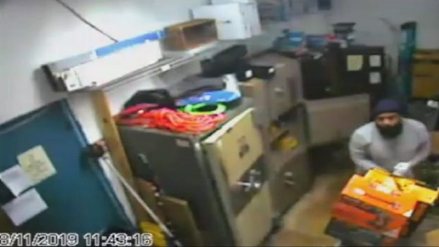 Armed robber empties safes at Lauderdale Lakes pawn shop
