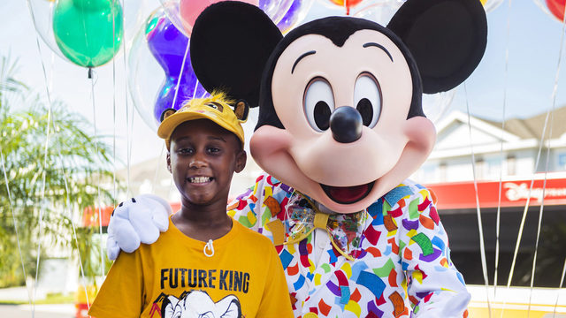 Boy who spent Disney savings to feed Dorian evacuees gets surprise trip…