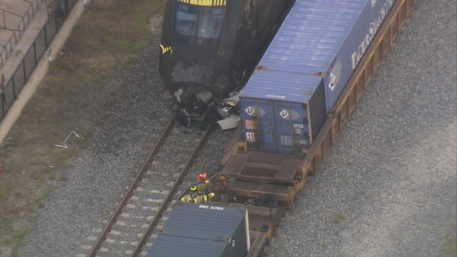 Train crashes in Oakland Park, causes fire