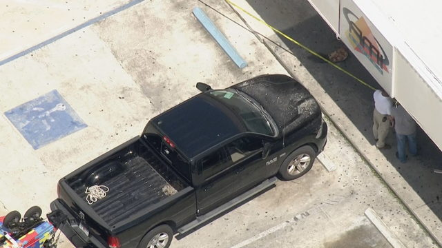 Pickup truck crashes into Fort Lauderdale gas station