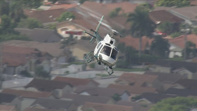 2 schools on lockdown as police search for bailout suspect in Tamiami