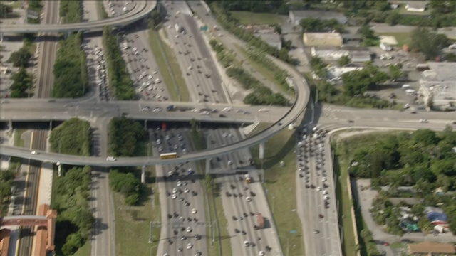 Suspected car thief breaks leg, wrists after jumping off overpass