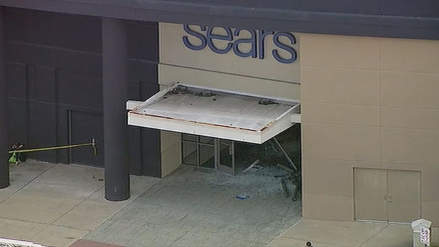 VIDEO: Car drives through Chicago-area mall, causes damage