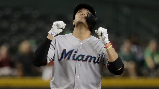 Marlins shortstop Miguel Rojas inks new deal with team