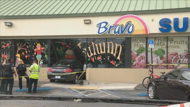 Car slams into Bravo Supermarket in Hollywood