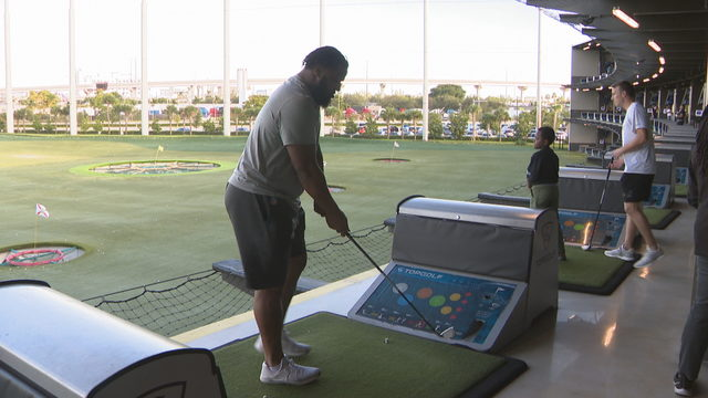 Wilkins, Dolphins rookies go golfing with kids from Big Brothers, Big Sisters