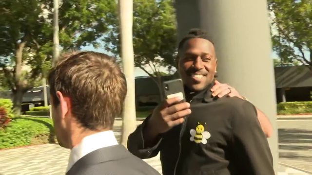 Antonio Brown arrives in Aventura for deposition