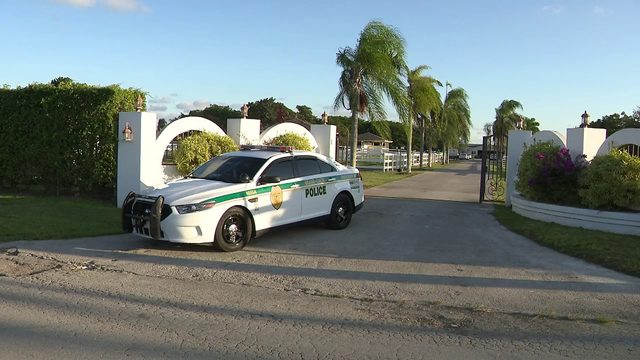 Off-duty police officer struck by stray bullet in southwest Miami-Dade County