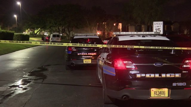 Woman arrested after girlfriend shot in car in Lauderhill