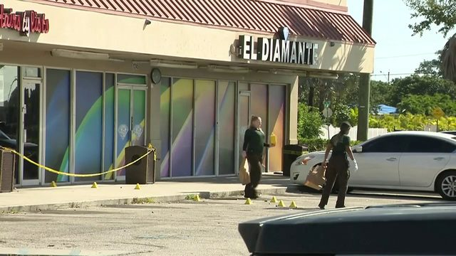 1 killed, 1 critically injured in shooting outside Homestead bar